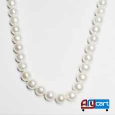 White Cultured pearl necklace