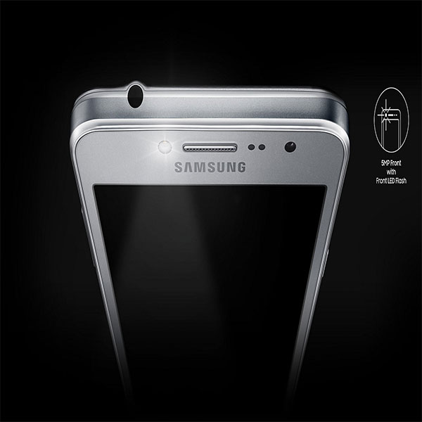 SAMSUNG-G532-Selfies-that-shine